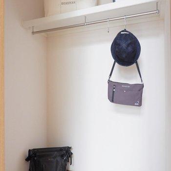 コンパクトながら収納はウォークインクローゼットなのです。※家具はサンプルです