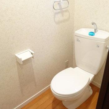 トイレ、広いな。※写真は同間取り別部屋のものです