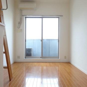 2階リビング。日当たりよし!※写真は同間取り別部屋のものです