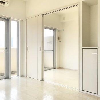 引き戸は開けて使っても良いなあ。※写真は6階の同間取り別部屋、清掃前のものです