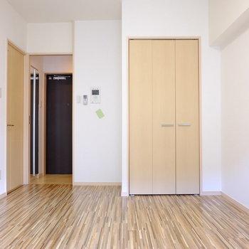 7帖の居室スペース(※写真は2階の反転間取り別部屋のものです)
