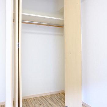 クローゼットは奥行きあり(※写真は2階の反転間取り別部屋のものです)