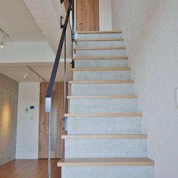 さぁ~、上の階に行ってみましょう※写真は同タイプの別室
