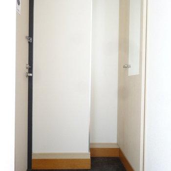 スッキリとした玄関です。※写真は7階の同間取り別部屋のものです