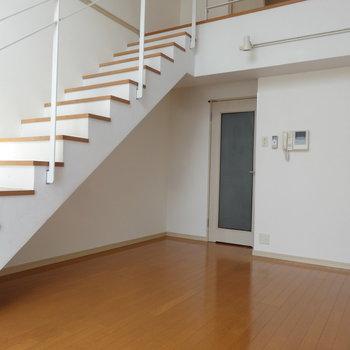 素敵なメゾネットにココロ踊ります。※写真は7階の同間取り別部屋のものです