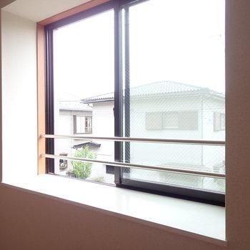 【LDK】近づいてみると出窓でしたよ。