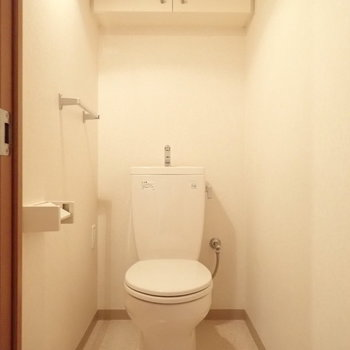 真っ白なトイレは統一感があります。