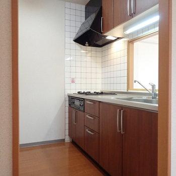 【LDK】キッチンは広々しています。