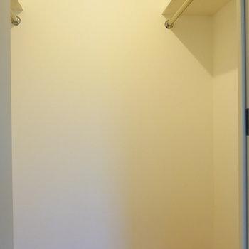 【洋室】両側に掛けられます。
