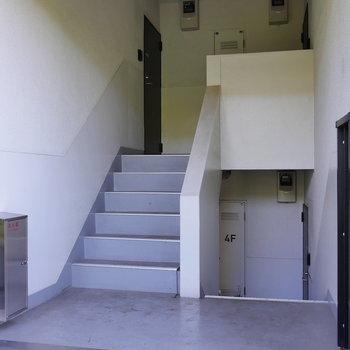 中4階から、少し下がった所に。