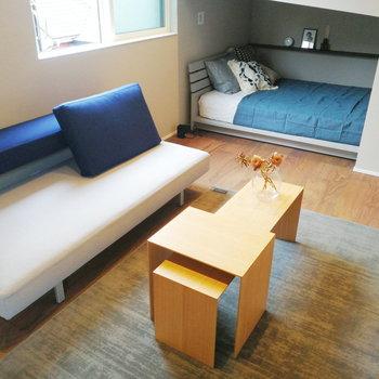 もう少し大きめのテーブルなら、お友達との食事も楽しめそう!※写真の家具はサンプルです