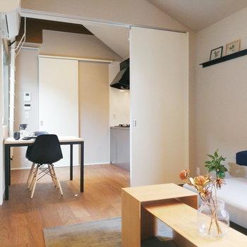 ロフトへのハシゴ、普段は掛けておくと広さが感じやすいですね。※写真の家具はサンプルです