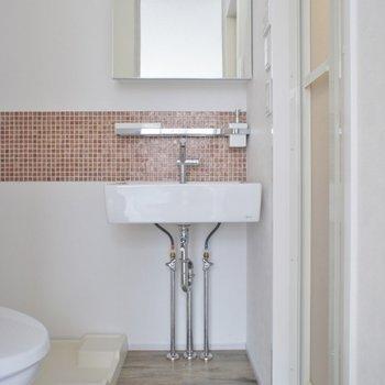 この洗面台かわいいっ♡。※写真は201号室のもの