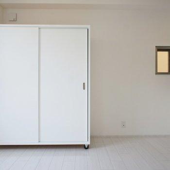 太陽光たっぷりの室内★。※写真は201号室のもの
