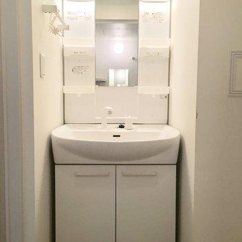 清潔感のある洗面台です。