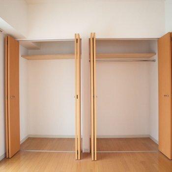 1つ目の収納※写真は8階の同間取り別部屋のものです