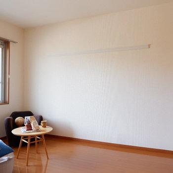 【洋室5.7帖】こちらは寝室に。※家具はサンプルです