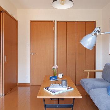 【洋室6帖】収納はなんと2つありますよ。※家具はサンプルです