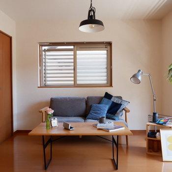【洋室6帖】こちらはゆっくりするのにちょうど良いですね。※家具はサンプルです