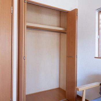 【洋室6帖】ひとつはシンプルなクローゼット。