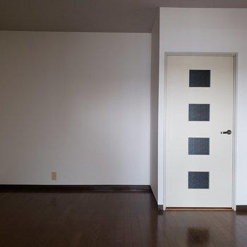 約11帖LDK。※写真は3階同間取り別部屋のものです