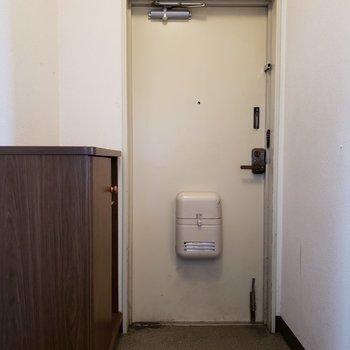 玄関スペース。1人がゆったりと準備できるくらい。※写真は3階同間取り別部屋のものです