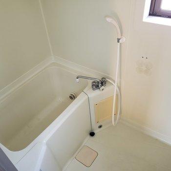 姉妹仲良くお風呂。狭いかも。※写真は3階同間取り別部屋のものです