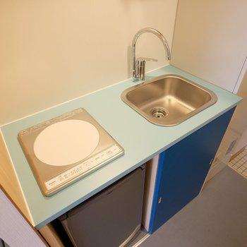 キッチンは1口のIHコンロですっきりと。※写真は407号室