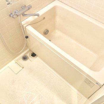 【工事前】お風呂は既存利用ですが大きめの浴槽!水栓は交換しますよ。