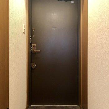 【工事前】玄関はダブルロックで安心!