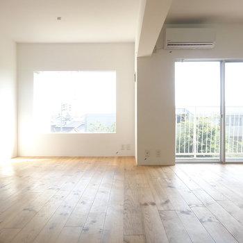 外には緑も見えるお部屋 ※写真は3階の同間取り別部屋のものです。