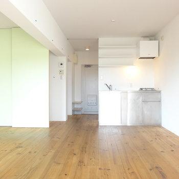 無垢の床がさらっさら ※写真は3階の同間取り別部屋のものです。