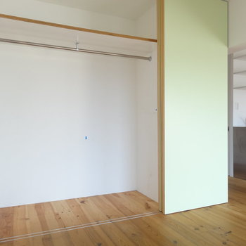 クローゼットたっぷり!※写真は3階の同間取り別部屋のものです。