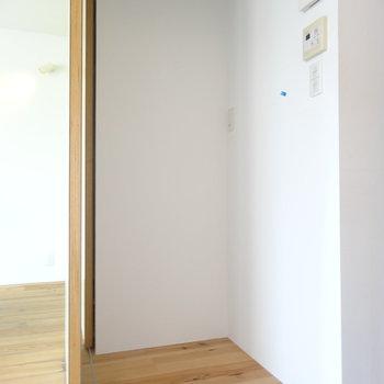 ぽっかりした空間に冷蔵庫 ※写真は3階の同間取り別部屋のものです。