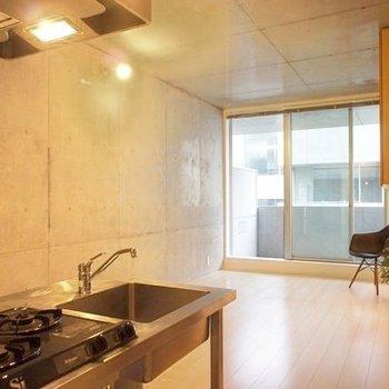 アーバンだけど、静かなデザイン。※写真は前回募集時のもので、家具はサンプルです