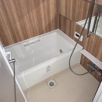 お風呂もゆったりサイズ。※通電前につきフラッシュを使用して撮影しています。