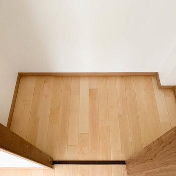 【洋室7帖】クローゼット、ドアから両側に広がっています。