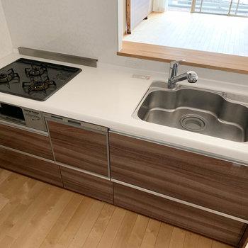 【LDK】キッチンは3口ガス。もちろん魚焼きグリルもついてますよー!