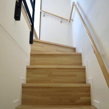 【2F】3階に向かいましょう。