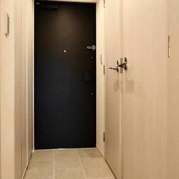 玄関部。※写真は5階同間取り別部屋のものです