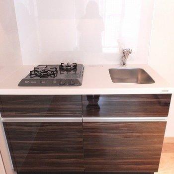 キッチンは2口コンロ!※写真は2階同間取り別部屋のものです