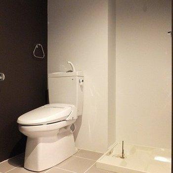 ウォシュレット付きです。ここが脱衣所にも!※写真は2階同間取り別部屋のものです