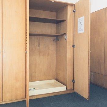 【LDK】ランドリースペースは隠せます 棚も付いてて便利
