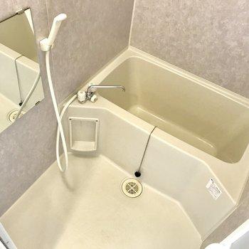お風呂は淡いバイオレットに。