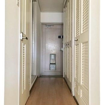 廊下の右手には、、、?