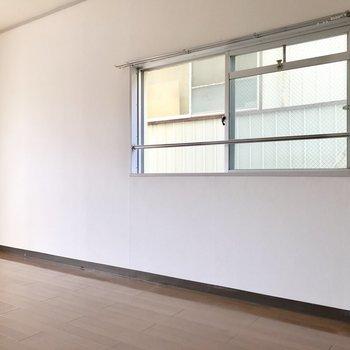 角部屋だから側面にも窓が付いてます