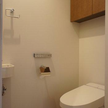 個室ですね。トイレはタンクレス。