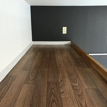 【ロフト】1帖ほどの空間。天井は低めです。