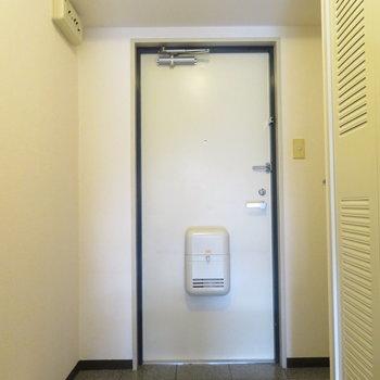玄関は広めです(※写真は3階の同間取り別部屋のものです)