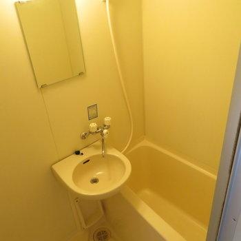 お風呂は2点ユニットで綺麗(※写真は3階の同間取り別部屋のものです)